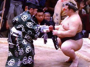 いくら 金 は 懸賞 相撲 の