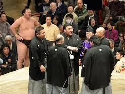 相撲の物言いは力士がつけてもいいの?物言いの流れやルールは?