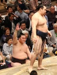 相撲の物言いは力士がつけてもい...